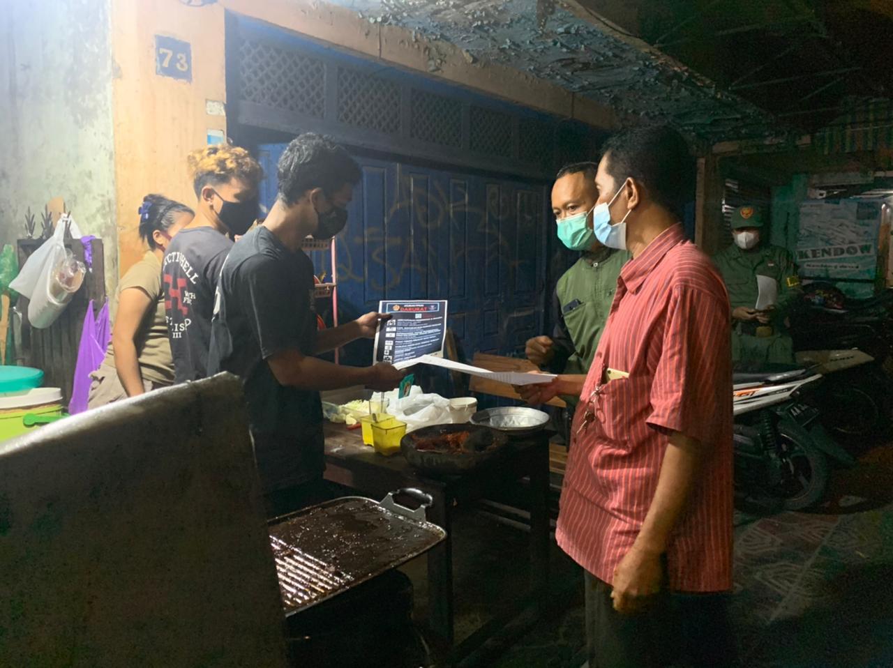 Kawal Pelaksanaan PPKM Darurat, Kemantren Mantrijeron Edukasi para Pedagang